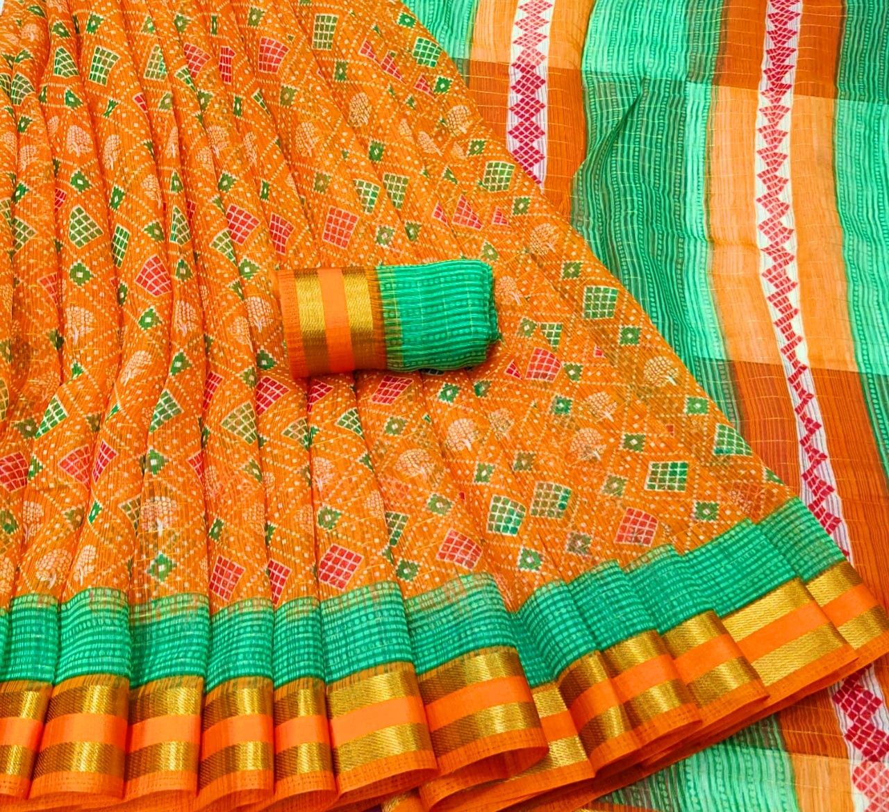 Moonga Cottons Pretty Zari Border Saree with Contrast Blouse 002