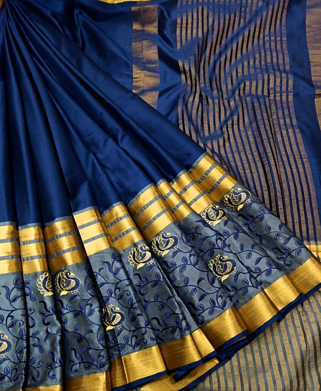 Soft Cotton Check Sarees with Contrast Blouse for women