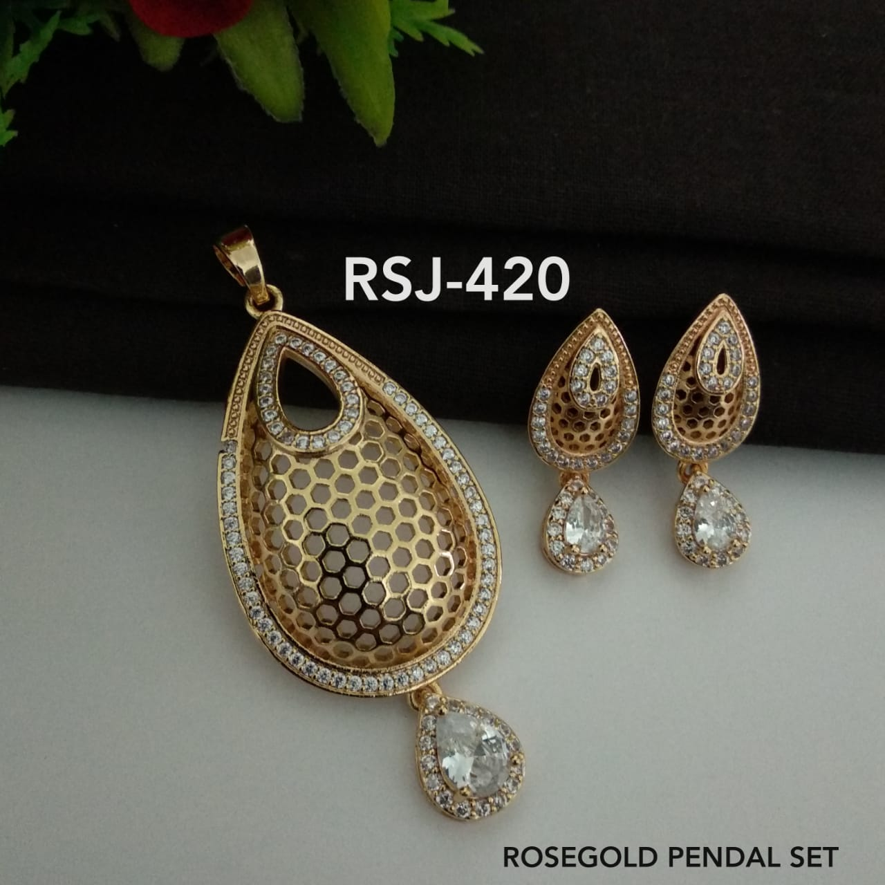 RoseGold Pendal with Earrings RJS420