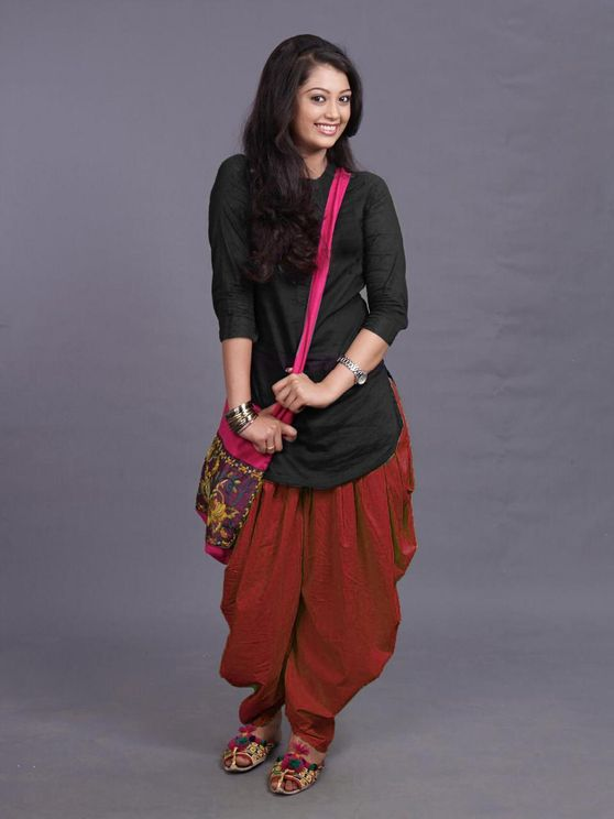 Rayon Cotton Black Kurti Maroon Dhoti Set